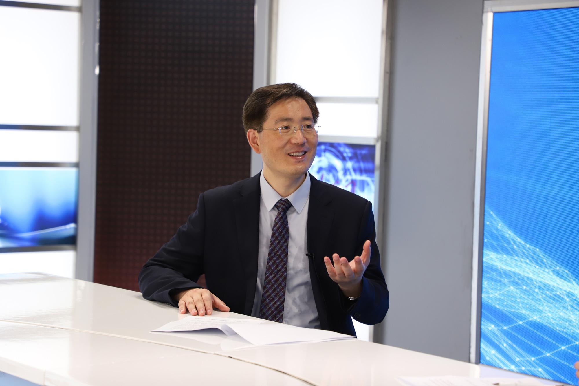 徐赤宇接受人民网专访中