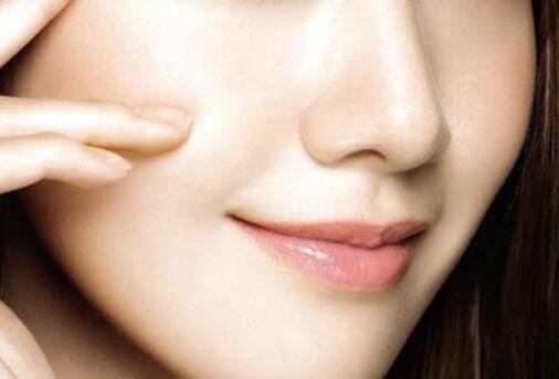 重庆假体隆鼻怎么缩短消肿时间?